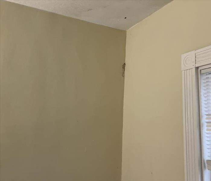 Wall and ceiling with signs of mold damage
